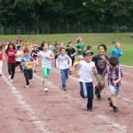 LäuferInnen der Florianschule auf einem Rundkurs