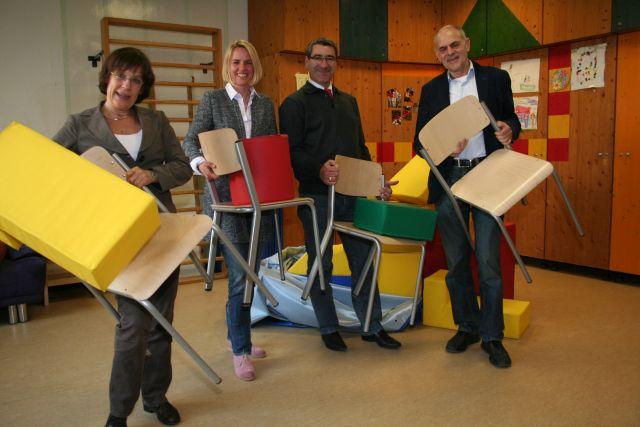 Ehepaar Harzheim (M.) mit neuem Mobiliar für den Kalker Treff