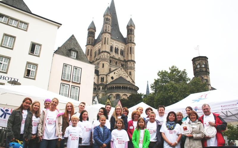 Team der BNP Paribas Leasing Solutions beim Weltkindertagsfest im Rheingarten