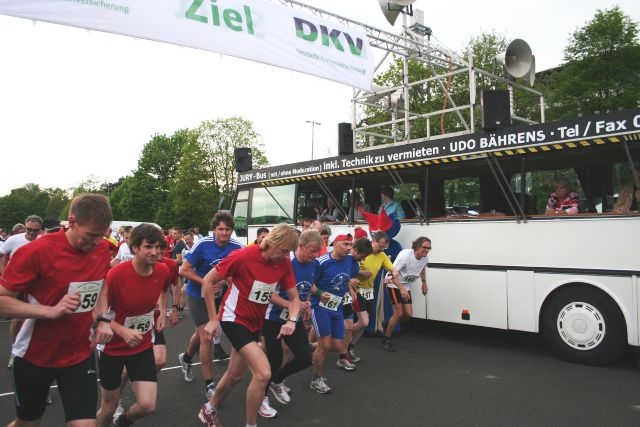 Startschuss auf der Jahnwiese zum DKV-Mannschaftslauf 2012 zugunsten des Kinderschutzbundes