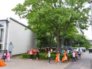Müll sammeln um die Grundschule Lohmarer Str.