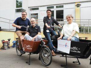Kooperationspartner ADFC, GAG und Sozialraumkoordination Humboldt-Gremberg/ Kalk präsentieren das neue Lastenrad in Kalk